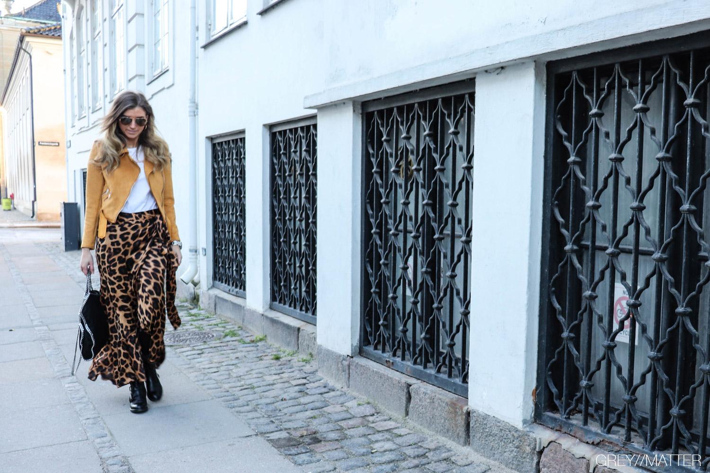 greymatter-fashion-leopard-nederdel-karmamia-apair-stoevler.jpg