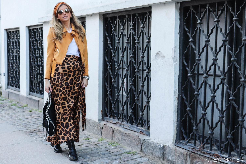 leopard-nederdel-greymatter-karmamia-curry-bikerjacket-pico-store-haarbaand.jpg