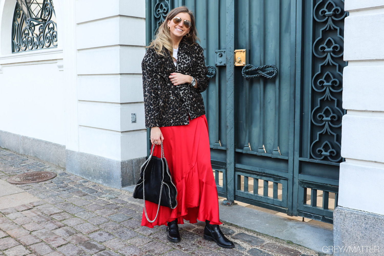 greymatter-fashion-leopard-jakke-karmamia-ruffle-red-skirt.jpg