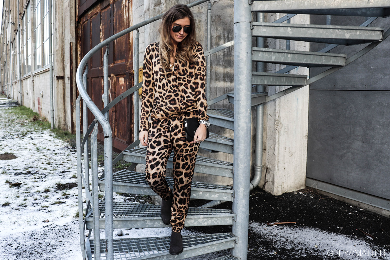 neo-noir-bukser-bluser-fran-dabi-greymatter-leopard.jpg