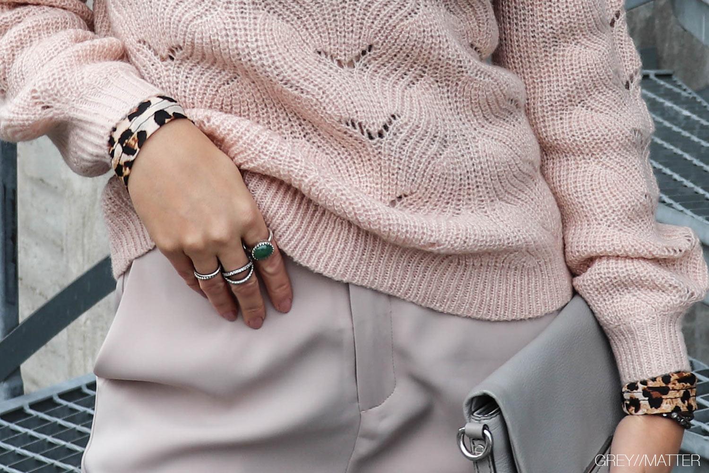 greymatter-fashion-carre-ring-neo-noir-strikbluse.jpg