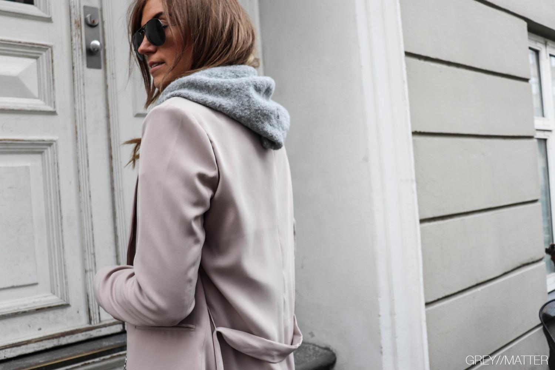greymatter-fashion-hoodie-blazer-look.jpg