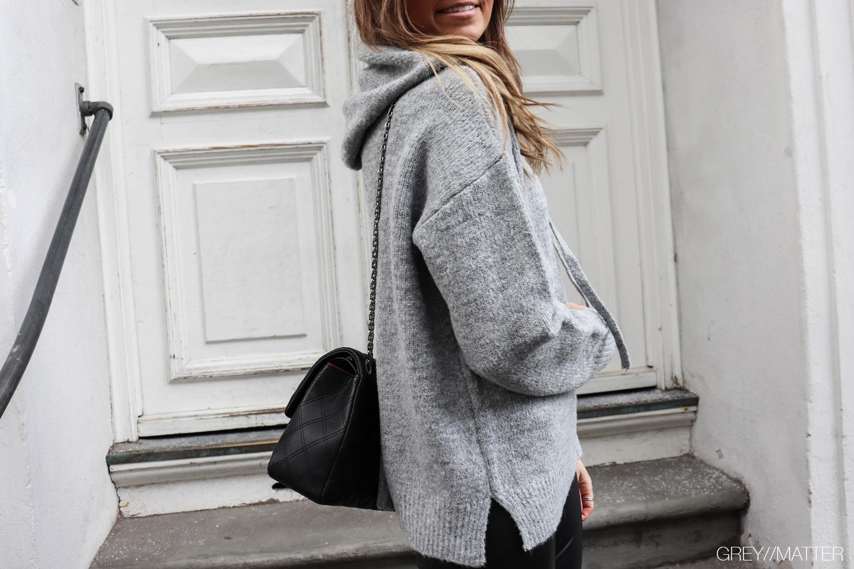 greymatter-fashion-hoodie-grey-lightgrey-knit-strikbluse.jpg