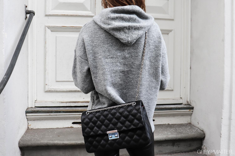 greymatter-fashion-strikbluse-bluser-hoodie-i-strik.jpg