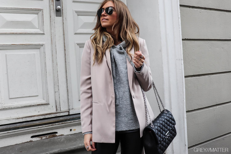 greymatter-hoodie-lauren-neo-noir-blazerjakke.jpg