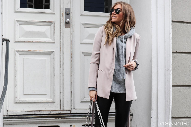 greymatter-strikbluse-blouse-lauren-neo-noir-blazerjakke.jpg