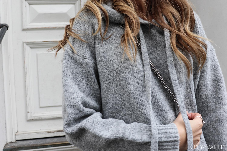 greymatter-strikbluse-med-haette-hoodie-muse-girl.jpg