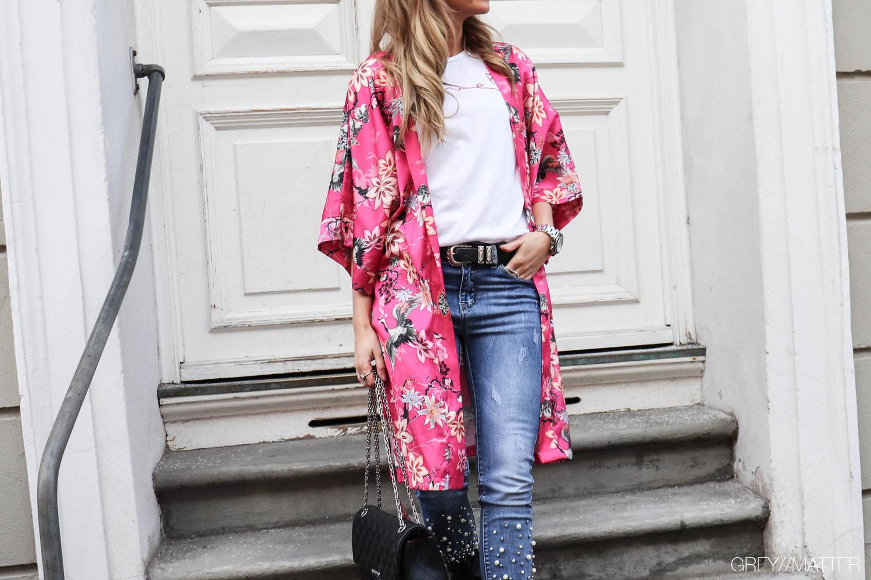 greymatter-fashion-kimono-fuchsia-jeans-med-perler.jpg