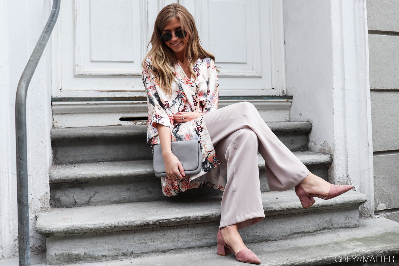greymatter-kimono-beige-apair-sko-heels-neo-noir-ayla.jpg