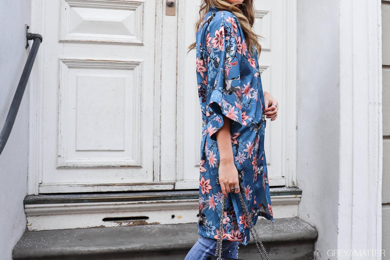 greymatter-kimono-blaa-jeans-karmamia.jpg