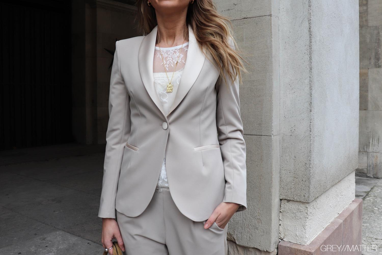 greymatter-fashion-suit-jakke-saet-beigefarve.jpg
