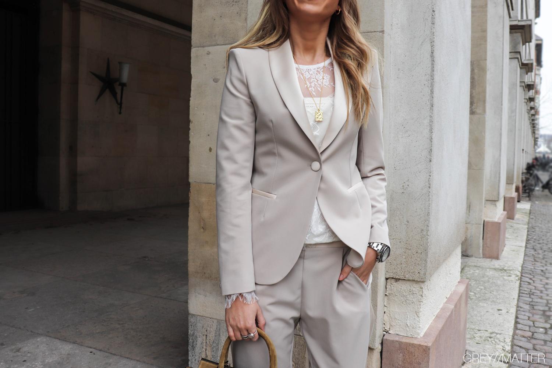 greymatter-imperial-jakke-bukser-god-pasform-kvindemode.jpg