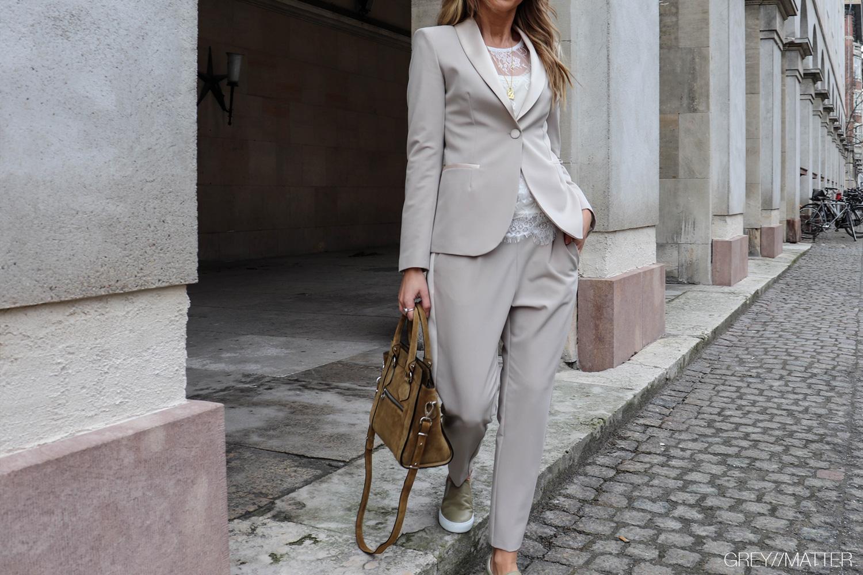 imperial-jakkesaet-suit-beigefarve.jpg