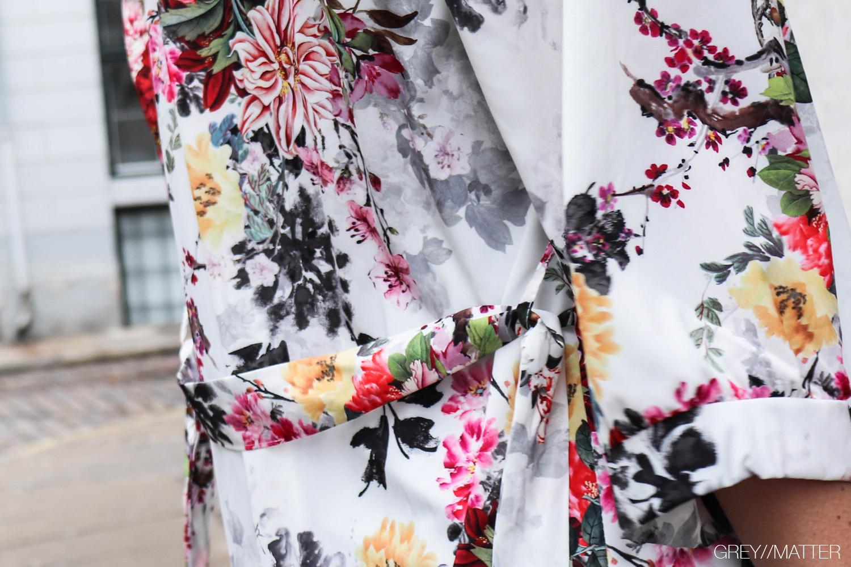 hvid-kimono-blomsterprint.jpg