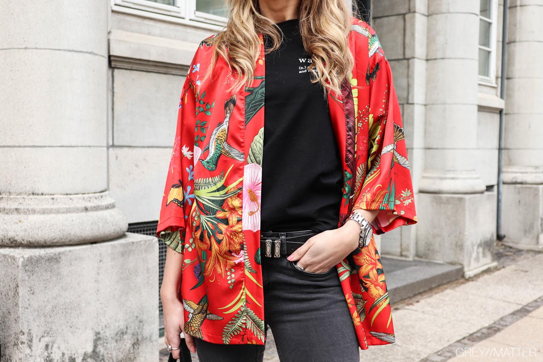 greymatter-kimono-kort-blomsterprint.jpg