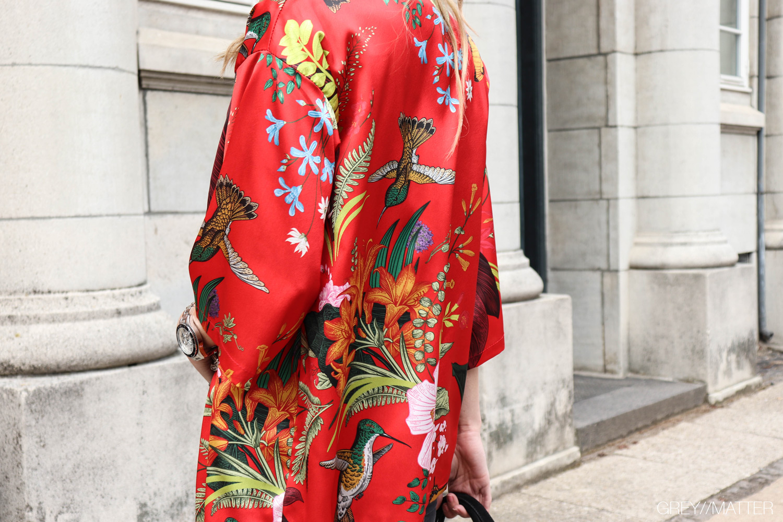 roed-kimono-bluse-greymatter-kimonoer-med-print.jpg