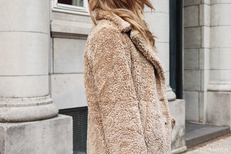 greymatter-teddy-coat-taupe-color-kahla-look.jpg