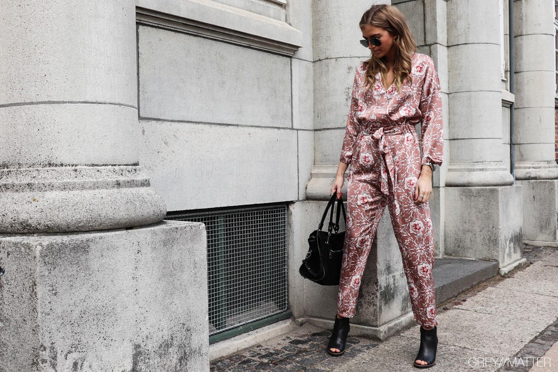 greymatter-fashion-buksedragt-med-print-blogger-post.jpg