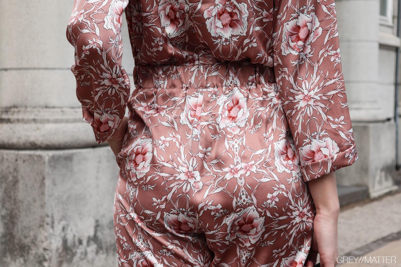greymatter-fashion-buksedragt-med-print-gm-bagfra-suit.jpg
