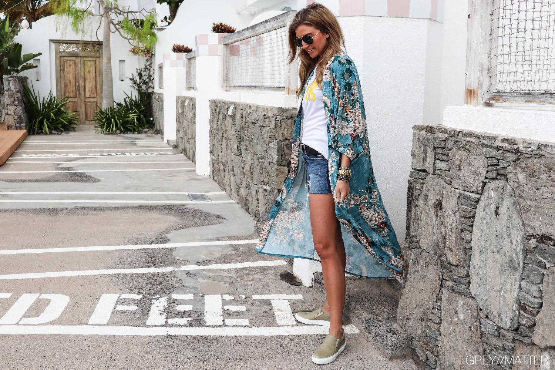 greymatter-fashion-lange-kimonoer-apair-sko.jpg