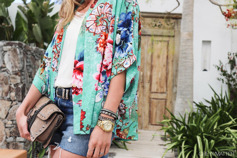 greymatter-kimono-kort-med-blomsterprint.jpg