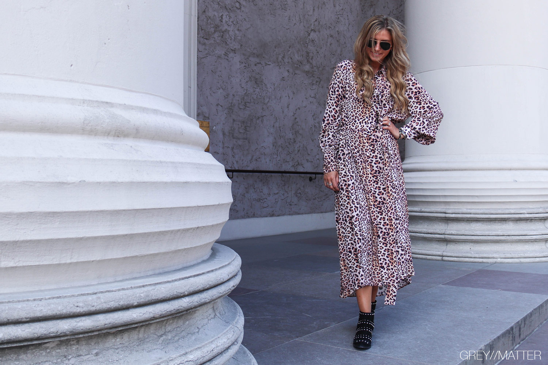 greymatter-fashion-leopardkjole-kjoler-dess-notebook.jpg