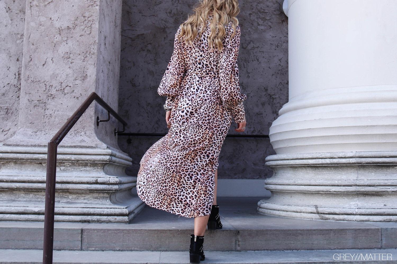 imperial-leopard-kjole-lang-festkjole.jpg