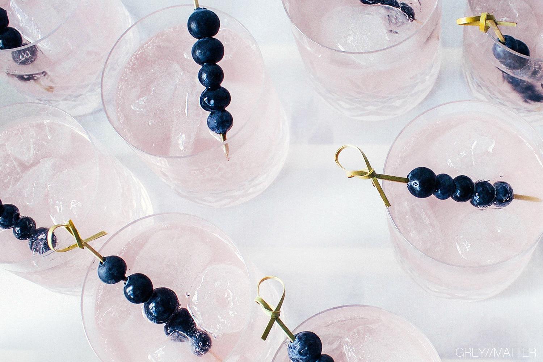 greymatter_fashion_drinks_blueberries_frederik_bagger_glas_cocktailpynt.jpg