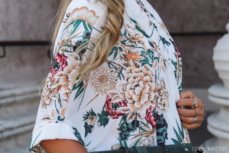 greymatter-fashion-hvid-kimono-green-bag.jpg
