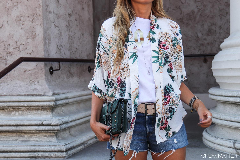 kimono-hvid-kort-med-print-kimonoer.jpg