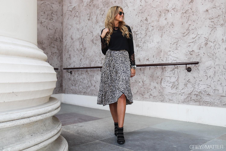greymatter-fashion-elena-graphic-skirt.jpg