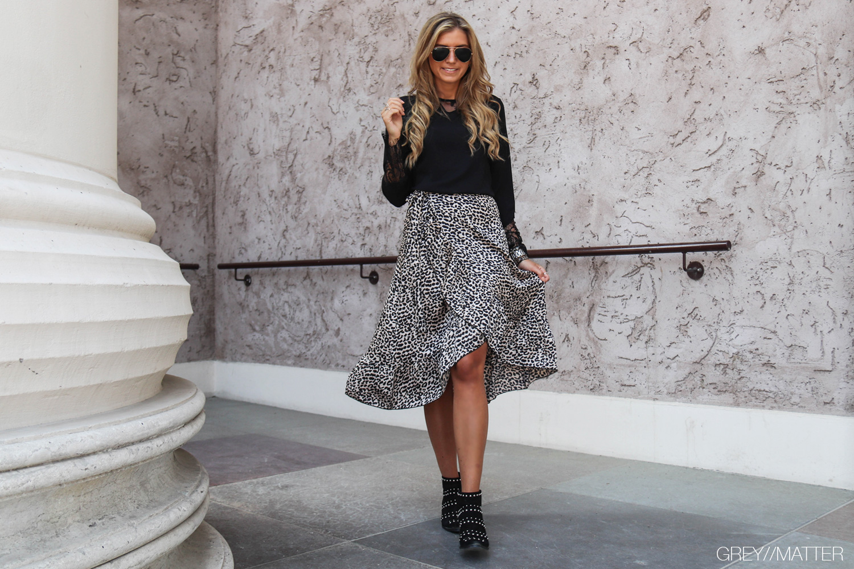 greymatter-neo-noir-elena-graphic-skirt.jpg