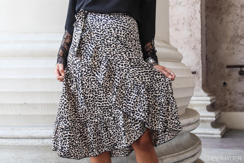 neo-noir-elena-graphic-print-greymatter-fashion.jpg