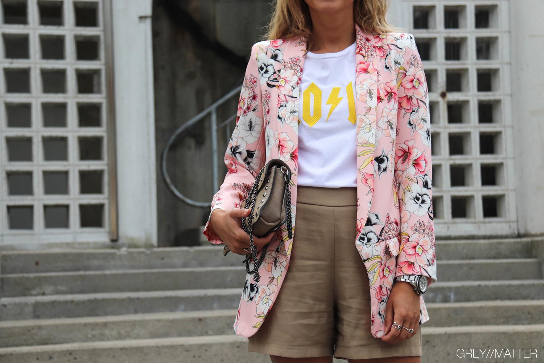 3-greymatter-fashion-blazerjakke-med-blomsterprint.jpg