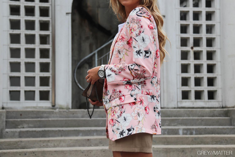 9-greymatter-lyseroed-blazerjakke-camel-imperial-shorts.jpg