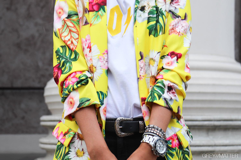 greymatter-fashion-gul-jakke-med-print-nyhed.jpg