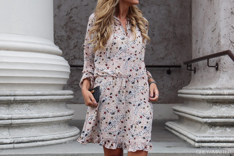 greymatter-neo-noir-felicia-kjole-sommerkjole.jpg