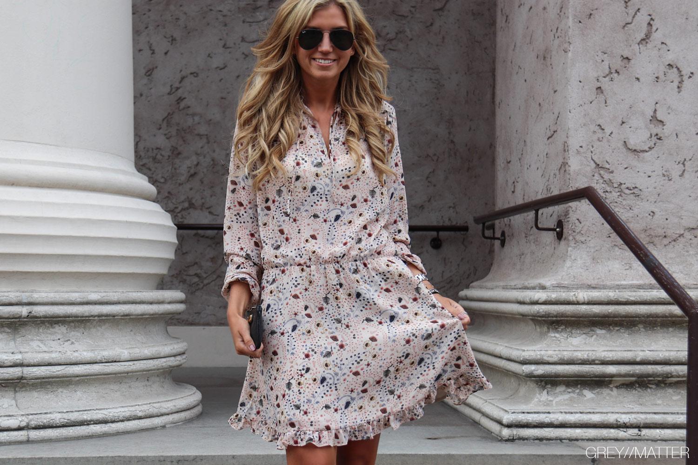 neo-noir-kjole-med-print-flower-felicia-gm1.jpg