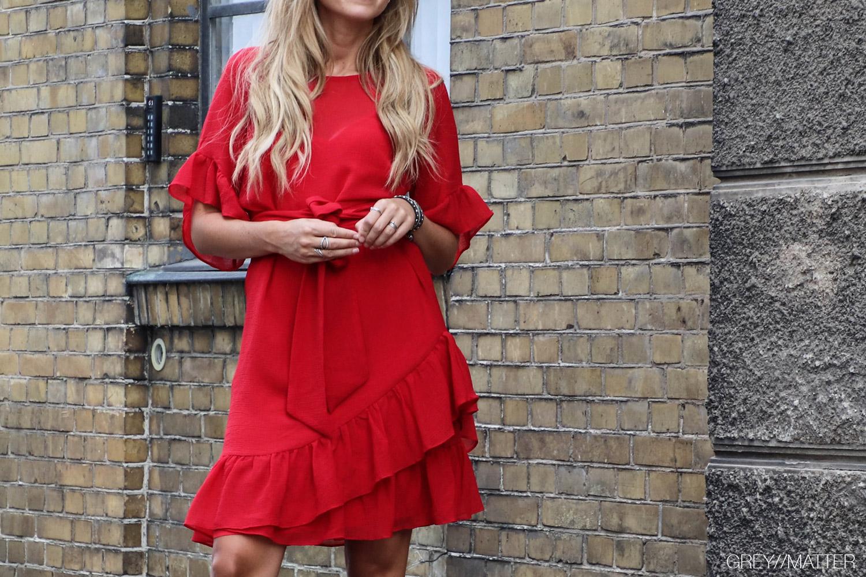 greymatter-fashion-neo-noir-roed-kjole-gm1.jpg