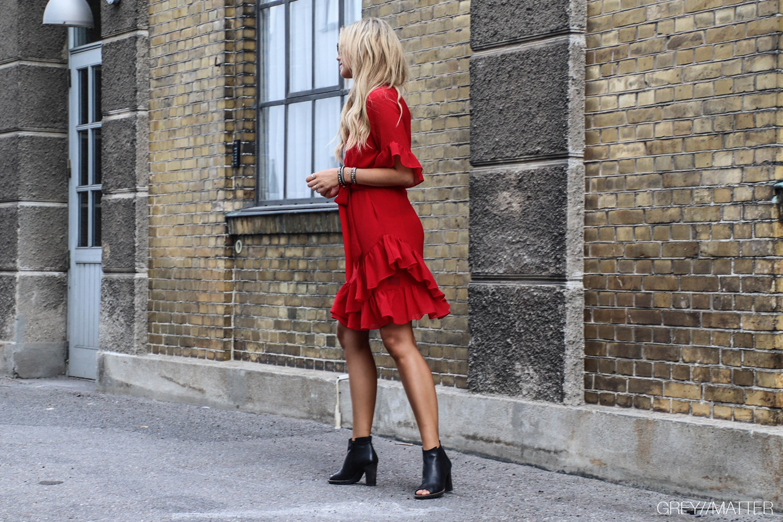 greymatter-neo-noir-roed-kjole-cassopia.jpg