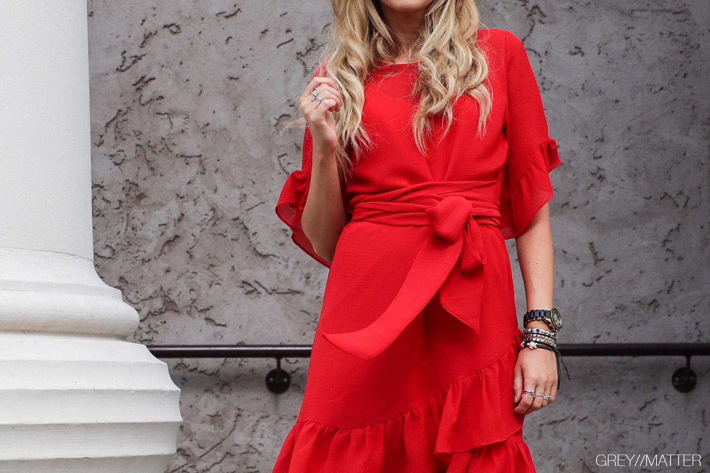 greymatter-neo-noir-roed-kjole-festkjole4.jpg