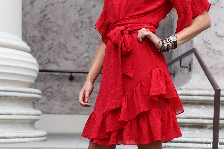 roed-kjole-neo-noir-sommerstyle-grey-matter.jpg