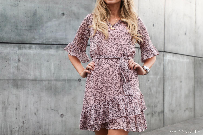 neo-noir-kjole-megan-light-rosa-dress.jpg