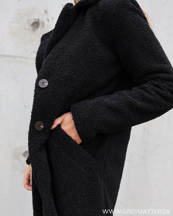 Sort frakke til damer fra Vila
