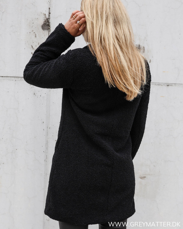 Vila sort frakke til efteråret