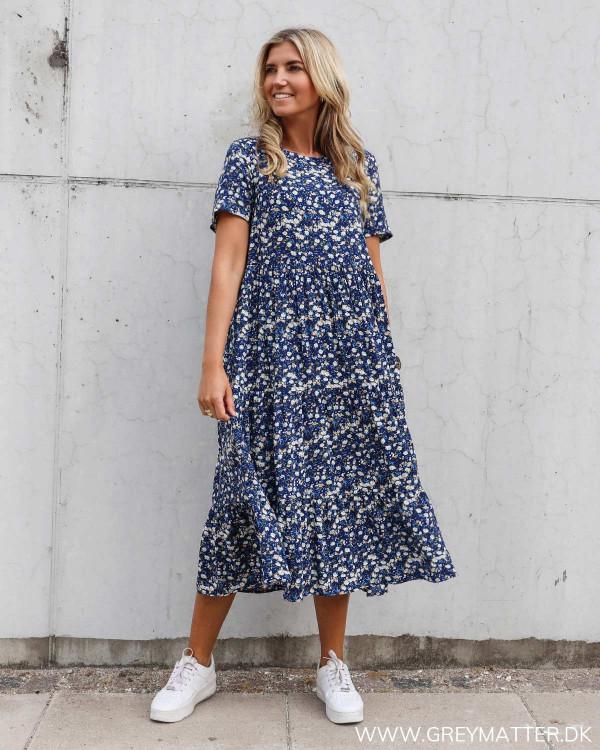 Pieces kjole med print i mørkeblå