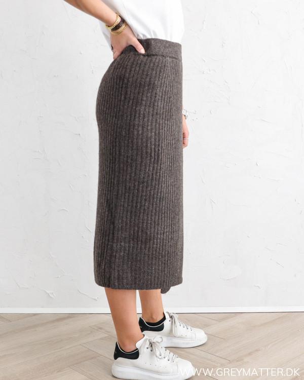 Lækker strik nederdel i mørkebrun