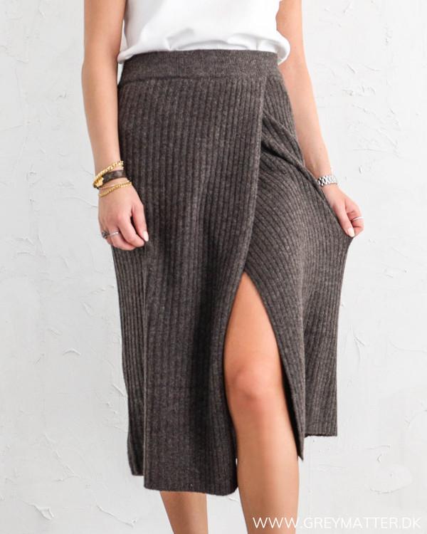 Pieces strik nederdel i mørkebrun