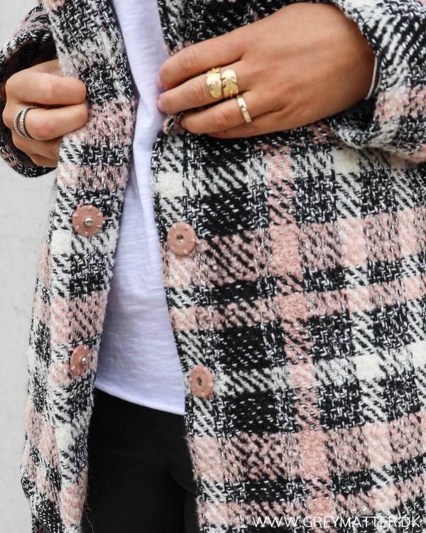 Neo Noir keira jakke set tæt på ved knapper