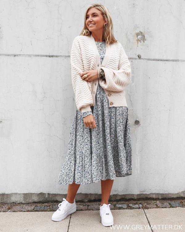 Pcmaggi kjole med blomster print stylet med cardigan fra YAS